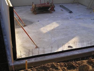 Weisse Wanne beim Bau